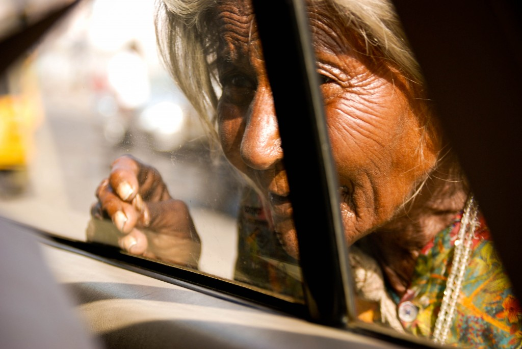 FeaturedImage_OldWomanCarWindow_SrcIndias.ChildrendotFilesdotwordpressdotcom